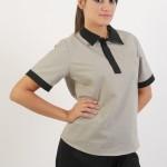 Calça de elástico em brim leve + Jaleco feminino tipo pólo com detalhes na gola, pate e mangas em brim leve.
