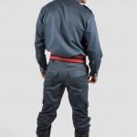 Calça de cós inteiro em Brim leve com bolso cargo e labela nos bolsos traseiros + Camisa social mg longa masculina em brim leve, lapela nos ombros e fechamento em ziper.