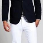 Camiseta manga curta em algodão + Blazer masculino em brim leve + Calça masculina modelo jeans em brim.