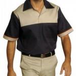 Camisa pólo em brim leve + Calça modelo jeans em brim leve com bolso cargo + Boné de brim.
